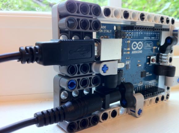 Lego mount for arduino squarism